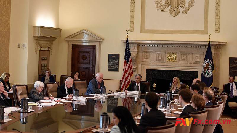 Cuộc họp FOMC là gì? Trong cuộc hợp thảo luận vấn đề gì?