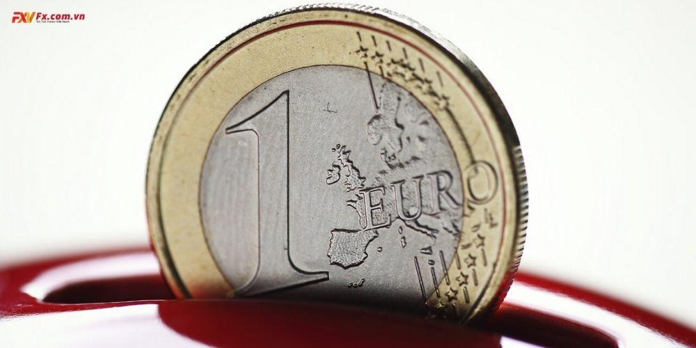 EUR/USD đang giữ mức thấp hơn dự kiến