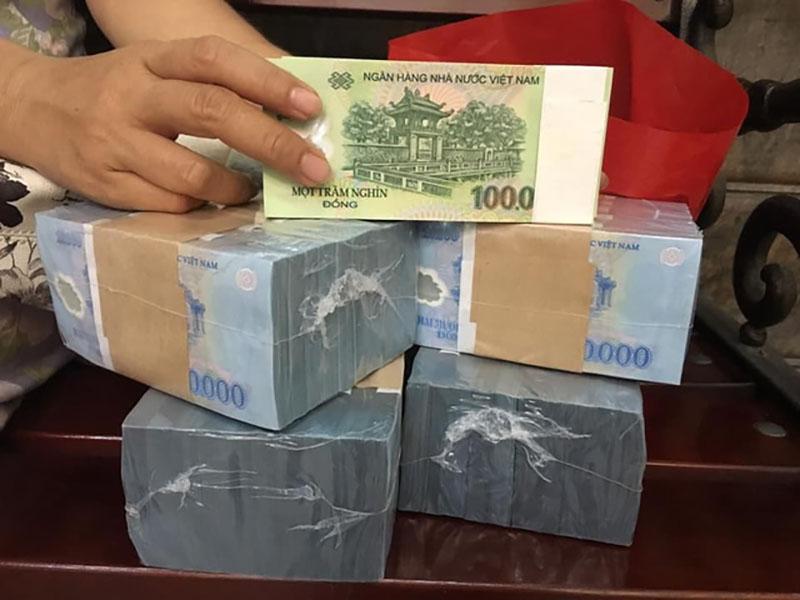 Người đủ điều kiện đổi tiền tại ngân hàng